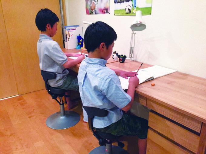 アーユルチェアーの学習椅子の使用例