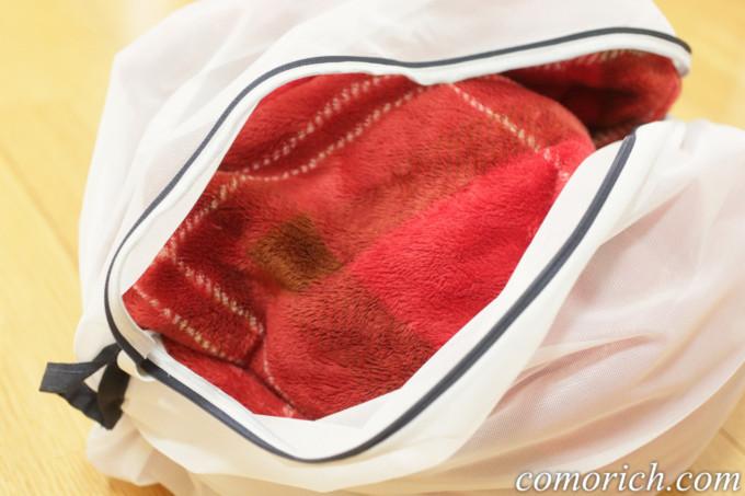 着る毛布を洗濯ネットに入れて洗濯する