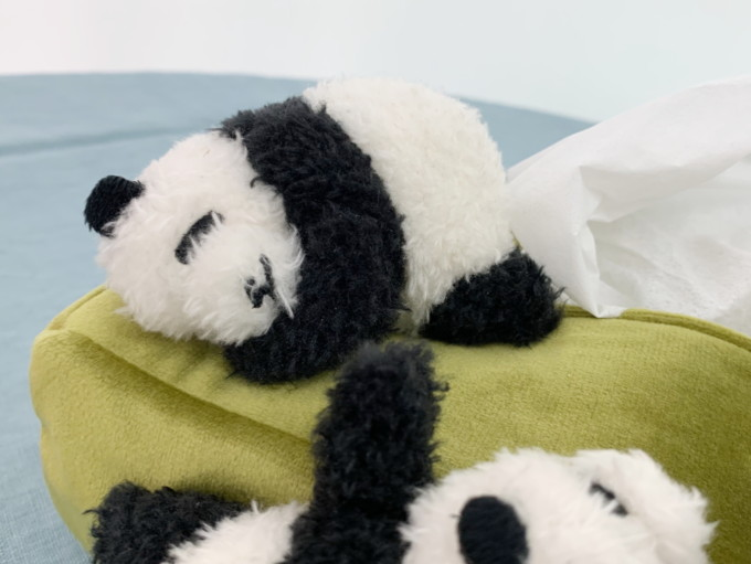 フェリシモ YOU+MORE! まるで赤ちゃんパンダのお披露目会みたいなボックスティッシュカバー